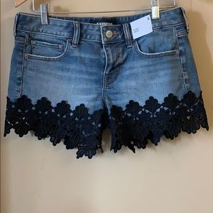 Relaxed Low Rise Jean Short with Black Trim